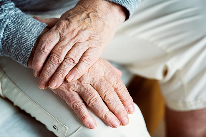 Solidão e sensação de inutilidade comprometem a saúde dos idosos