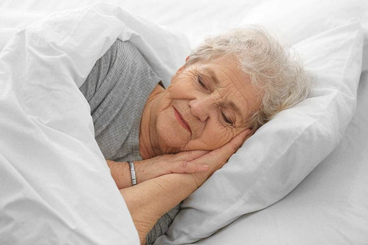 Saiba por que idosos dormem menos que jovens