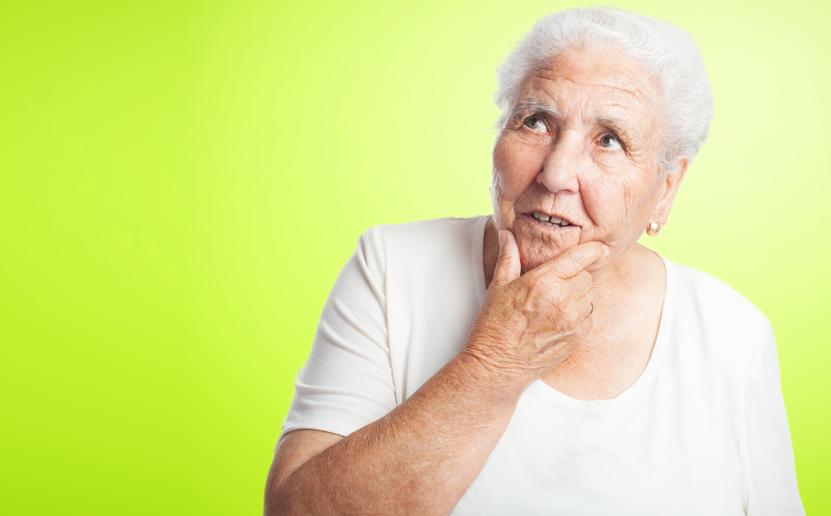 Que fatores podem ser detectados para suspeita de alzheimer em idoso saudável?