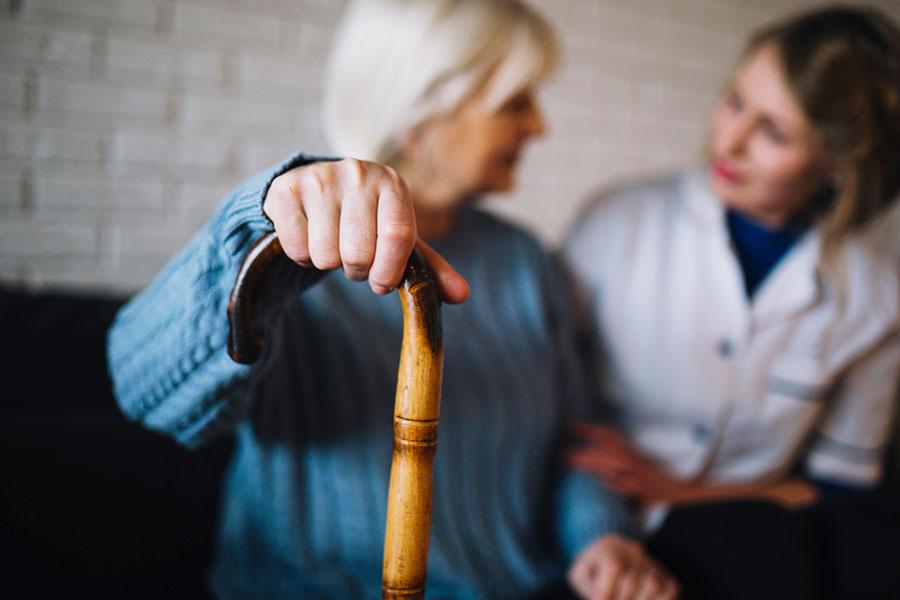 Aprendendo a auxiliar os idosos