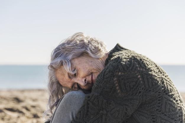 Infantilizar idoso traz impactos físicos, sociais e psicológicos