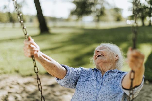 Longevidade saudável e ativa: os pilares da abordagem centrada na pessoa idosa