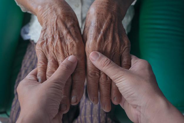 Por que a pele do idoso precisa de atenção redobrada?