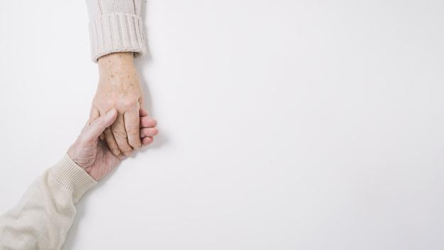 Cuidar de parceiro com demência aumenta sintomas depressivos