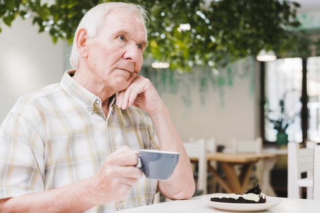 Disfagia: dificuldade de engolir pode causar desnutrição em idosos